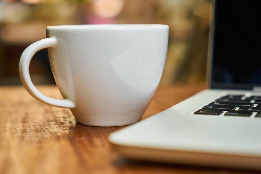 Kaffekopp och dator